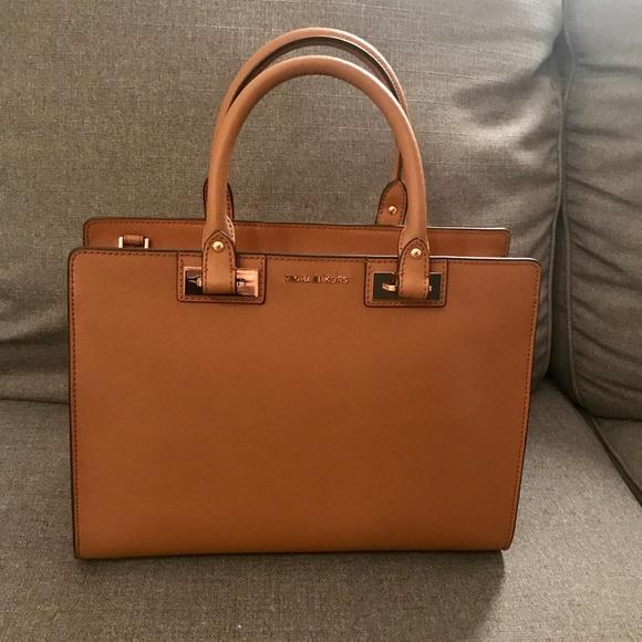 4a87f45acf92 Michael Kors Acorn Large Quinn Handbag Satchel